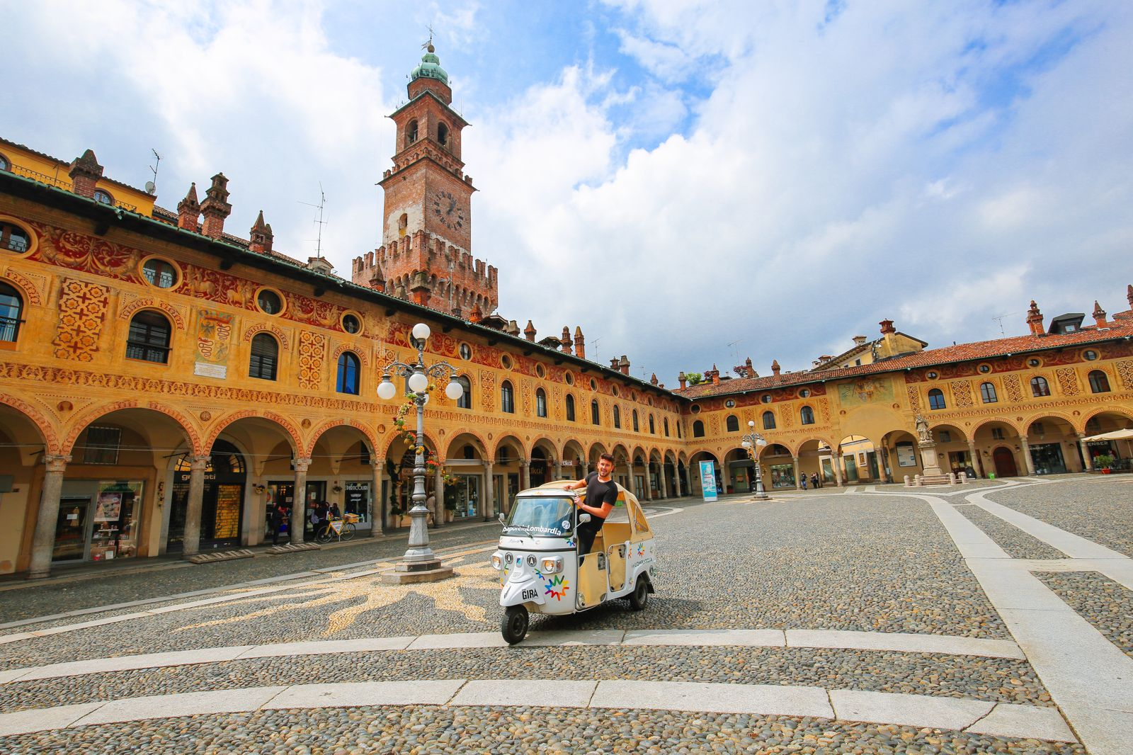 Driving Across Northern Italy... In A RIckshaw! (1)