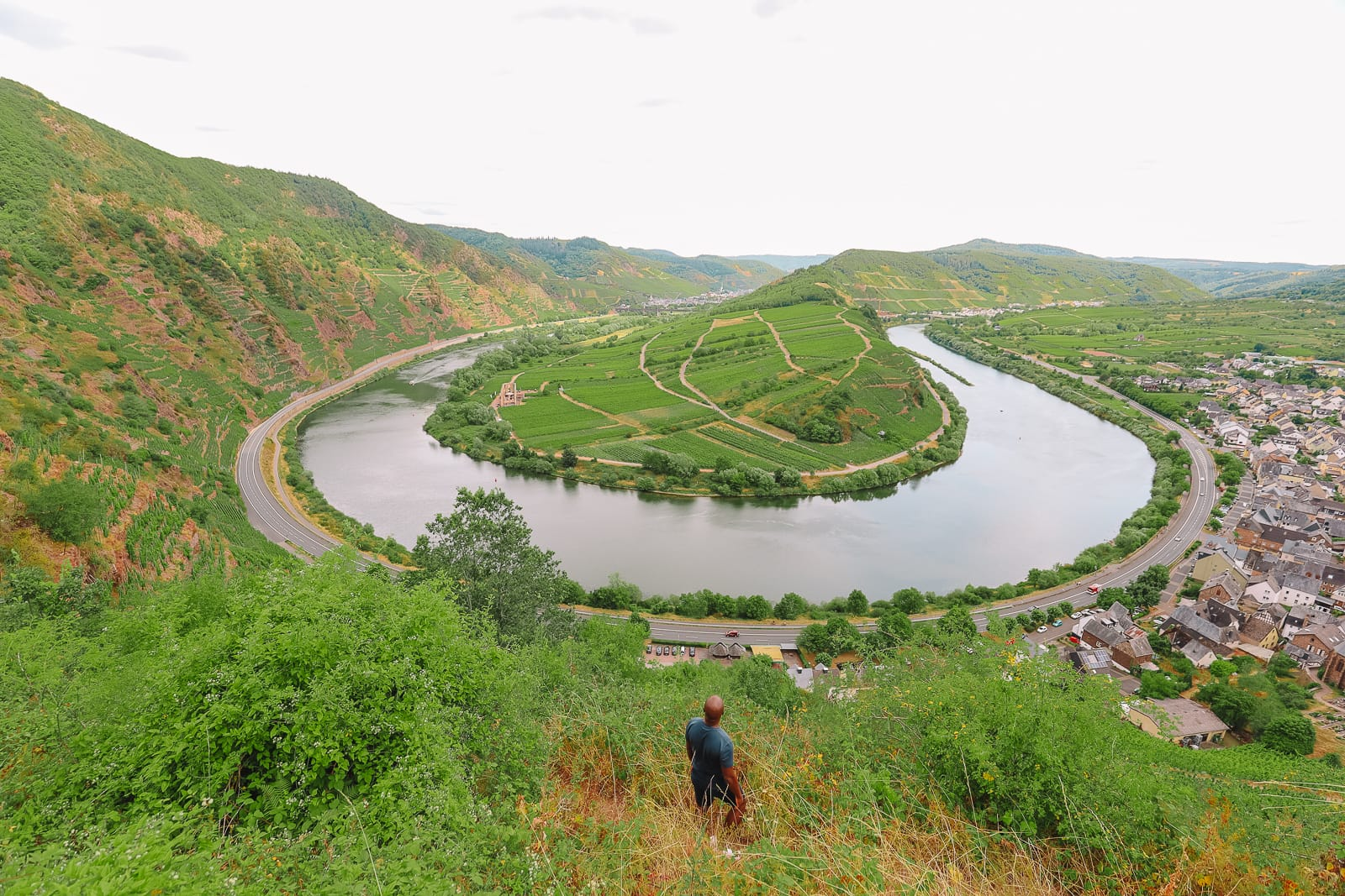 The Incredible Moselle Loop And Beautiful Town Of Bernkastel Kues In Germany (6)